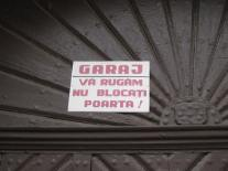 Garaj. Va rugam nu blocati poarta! - Garage. Please do not block the door!