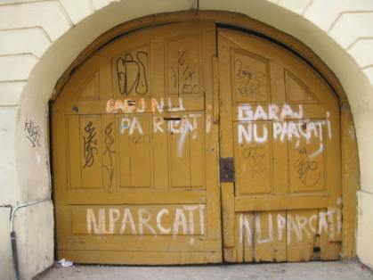 Garaj. Nu parcați. - Garage. No parking.