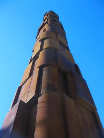 Column topped with symbols from the communities persecuted