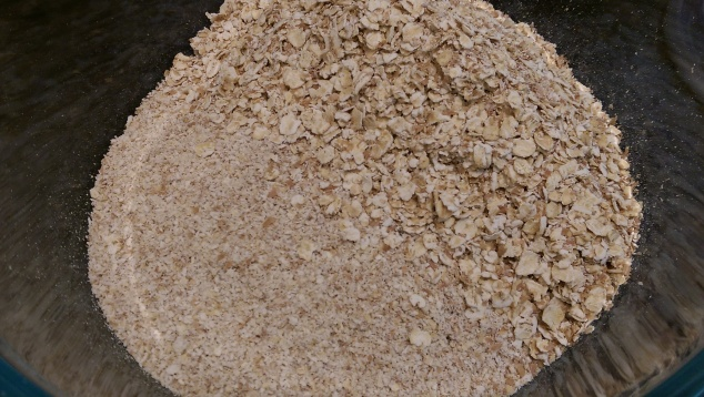 Oat flour and oats